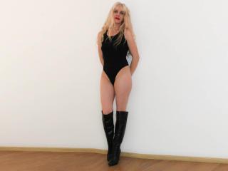 Crysta webcam striptease