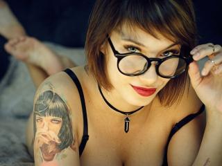 Webcam model AshleeQueen from XLoveCam
