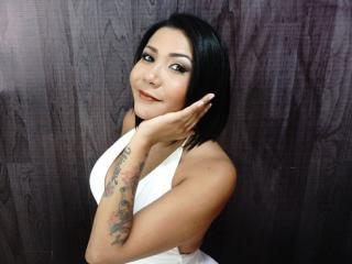 Webcam model BiancaRamoss from XLoveCam