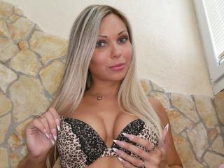 Webcam model BlondChatte from XLoveCam