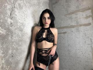 Webcam model DanaBritt from XLoveCam