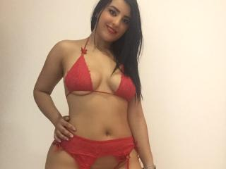 Webcam model DannaHunter from XLoveCam
