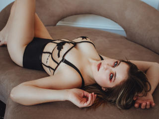 Webcam model DorothyA from XLoveCam