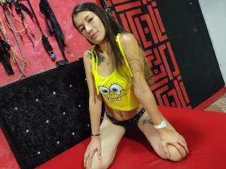 Webcam model JeniMaruX from XLoveCam