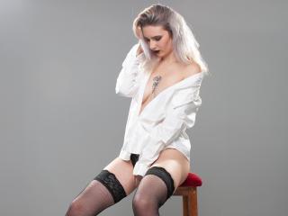 Webcam model JennyHottieX from XLoveCam