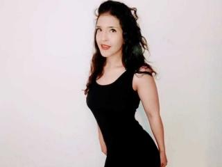 Webcam model LindaChanell from XLoveCam