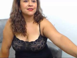 Webcam model LuciaVargas from XLoveCam