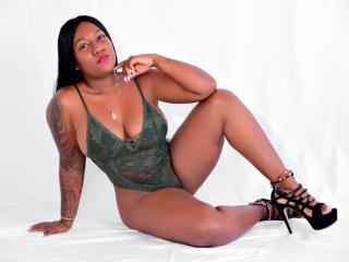 Webcam model LucianaHoney from XLoveCam