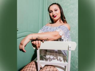 Webcam model MellaniSweet from XLoveCam