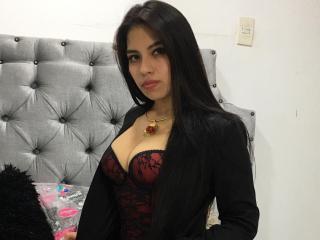 Webcam model MichelleRossi from XLoveCam