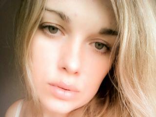 Webcam model MollyXxSugar from XLoveCam