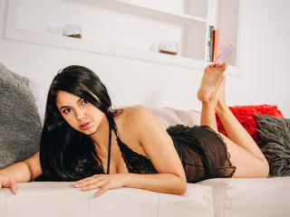 Webcam model NicolleJunes from XLoveCam