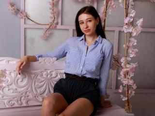Webcam model OffeliaBrown from XLoveCam