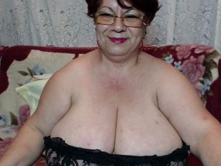 Webcam model OneSpicyLady from XLoveCam