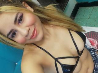 Webcam model SexyHotLatinaX from XLoveCam