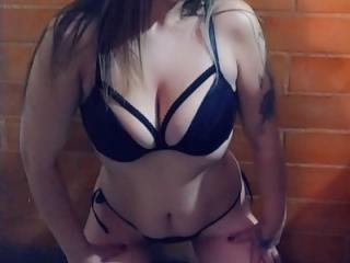 Webcam model ShandraJuice from XLoveCam
