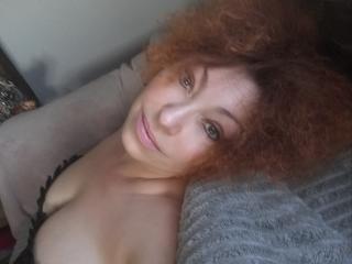 Webcam model VikiMilfforYou from XLoveCam