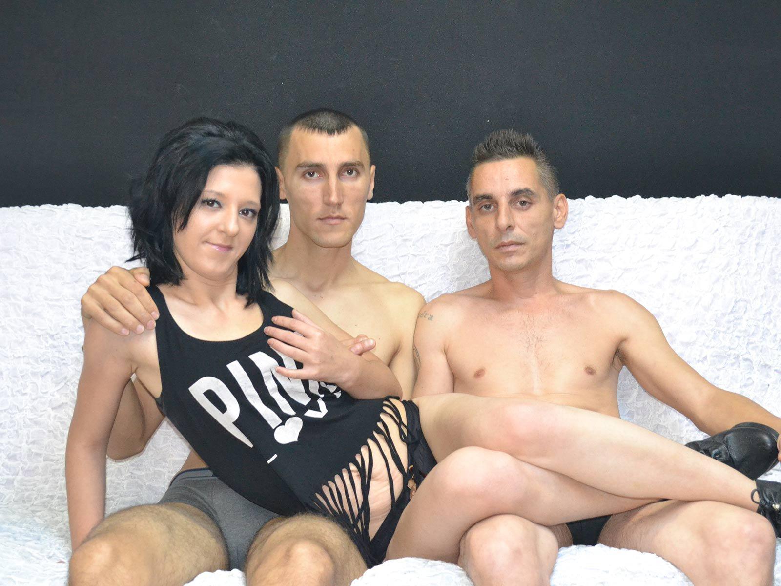 Бисексуалы и транссексуалы смотреть онлайн, девушка дрочит парню член пальчиками