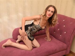 Webcam model DivineAmanda from XLoveCam