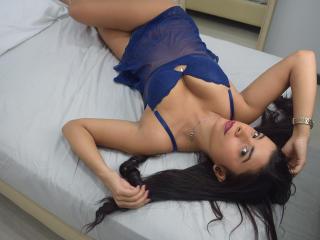 Webcam model IndiraMoore from XLoveCam