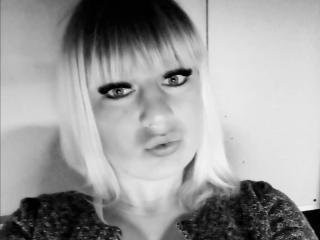 Webcam model TinaSly from XLoveCam