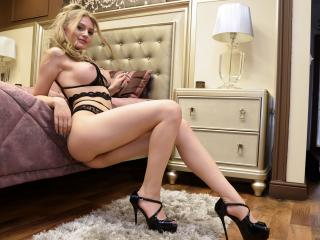 Webcam model AmyAzure from XLoveCam